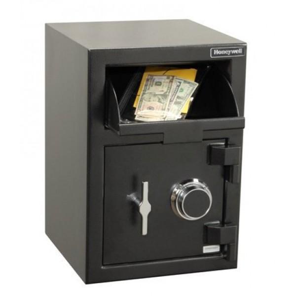 Làm thế nào để không bị cướp đe dọa lấy tiền trong két sắt?